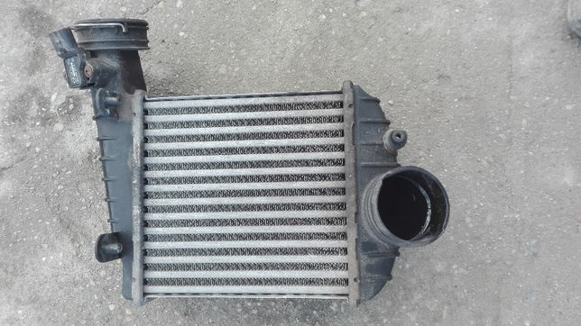 Radiator intercooler stanga VW Passat 2.5 tdi cod : 3B0145805J