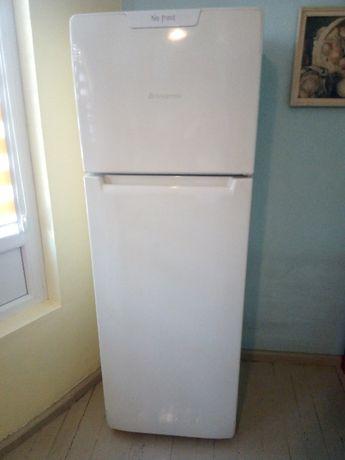 Продавам хладилник ARISTON