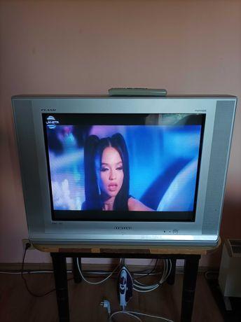 Продавам телевизор Самсунг малко време е използван работи перфектно