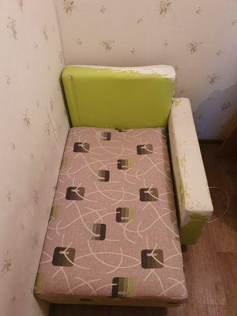 Кресло-кровать с отсеком для вещей. Б/у.