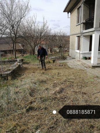 Почистване на дворни места