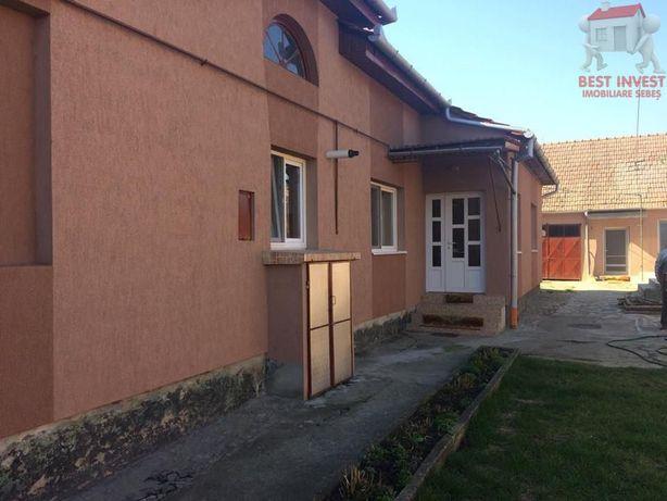 Casa de inchiriat in Sebes + O garsoniera in Curte