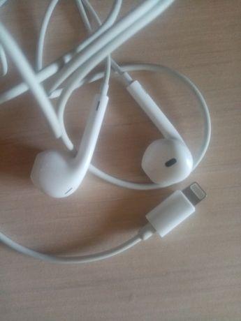 Наушники аригинальные от  iPhone 8