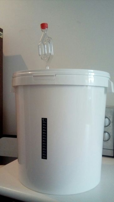 Ёмкость для брожения 32 литра оборудованная термометром и гидрозатворо