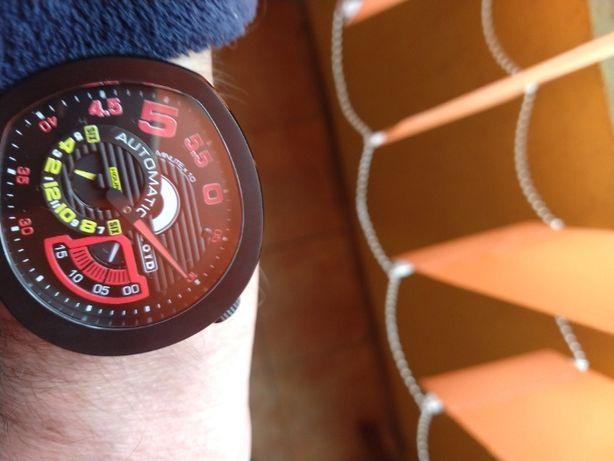 Ceas automatic ZOID 66 black/red editie limitata 02/18
