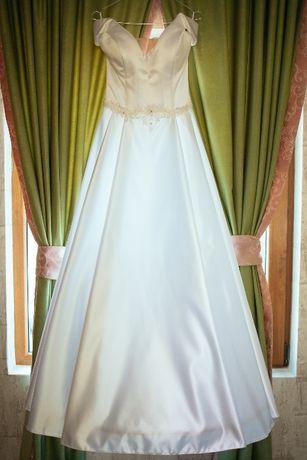 Сватбена булчинска рокля