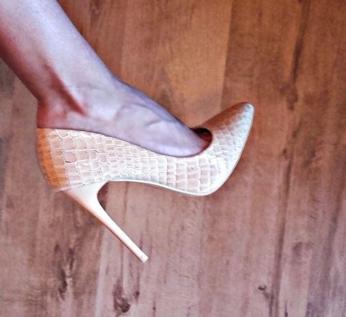 Дамски секси, елегантни бежови обувки Тенденз