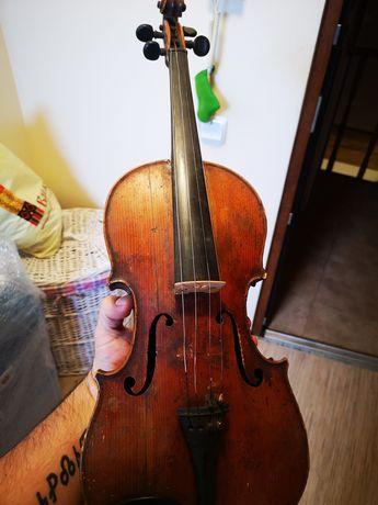 Ретро цигулка страдивариус