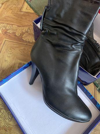 Новая обувь женская сапоги на осень