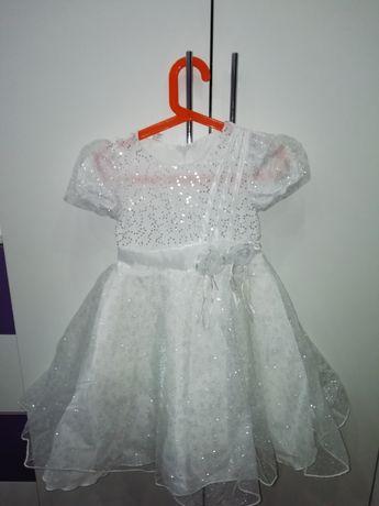 Продам бальное платье на 5-6 лет р-р 32