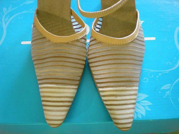 Продавам дамски сандали №35