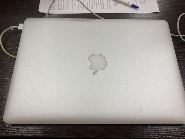 Продам macbook air 2015