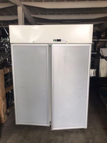 Хладилник със стъклени врати