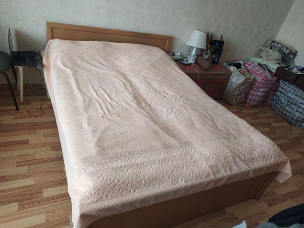 Кровать двухспальная. Дешево
