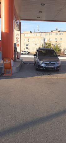Опель Зафира авто