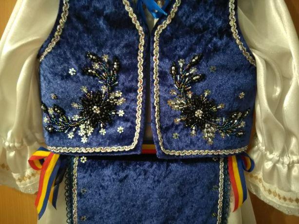 Costum popular realizat manual