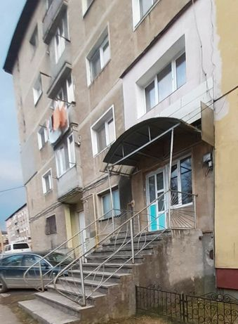 Vând apartament spațiu comercial