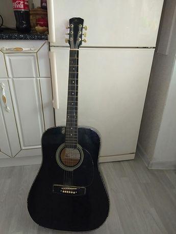 Продам гитару черный