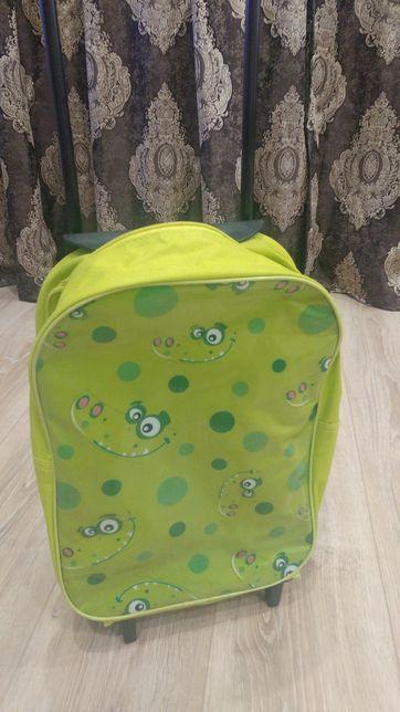 Продам детский чемоданчик