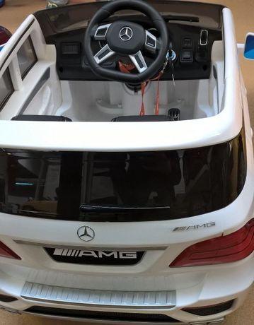 Masina electrica Mercedes ML63 AMG cu acumulator de 12 V ALB