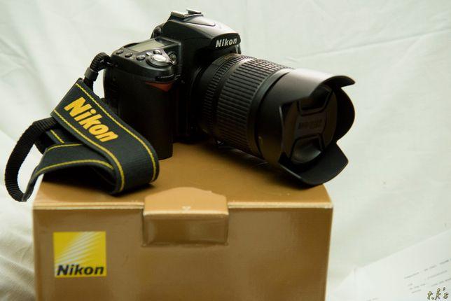 Nikon D90 cu obiectiv AF-S DX NIKKOR 18-105mm f/3.5 si accesorii