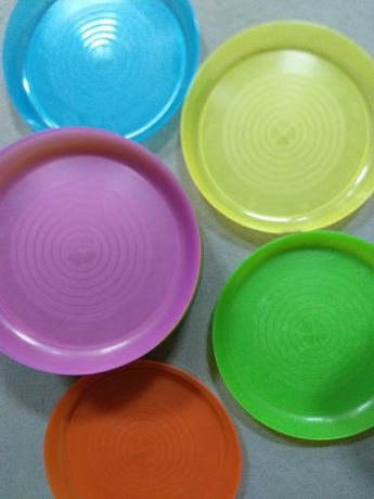 Пластмасови чинии и чаши икеа