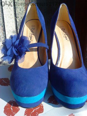 обувки в два цвята