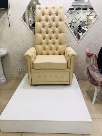 Педикюрное кресло с подиумом