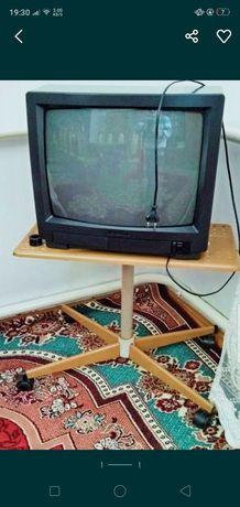 Продаю телевизор .