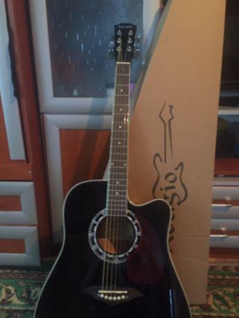 Продам гитару Adagio