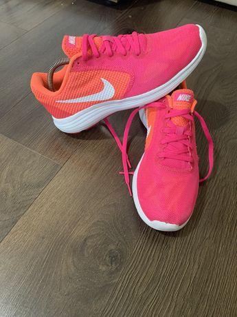 Adidasi Tenis  Nike Revolution 3 marimea 39