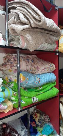 Продаю разные простыни ,одеяла