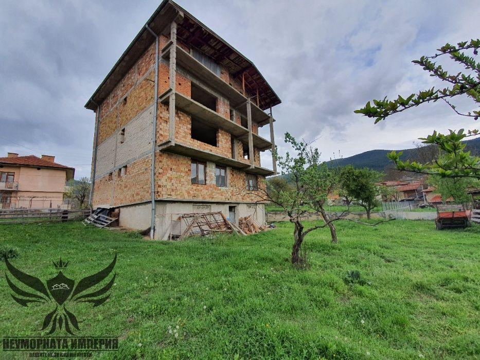 Четириетажна къща с голям двор в с.Павелско обл.Смолян