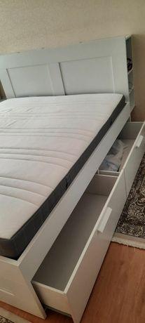 Продам спальный гарнитур (шкаф,камод,кровать,компьютерный стол)