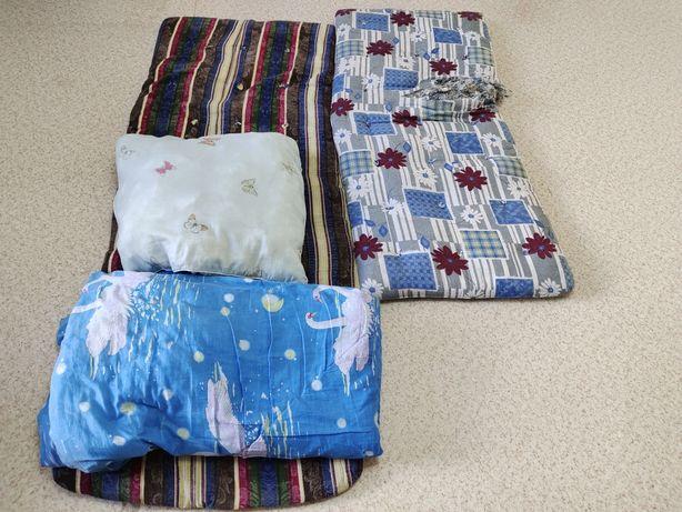 Отдам даром 2 матраца, одеяло и подушку