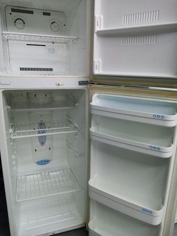 Продам двух камерный холодильник
