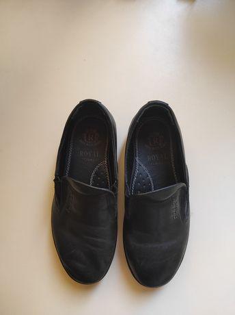 Продам кожаные, турецкие, черные, б/у в хорош. сост.туфли для мальчика