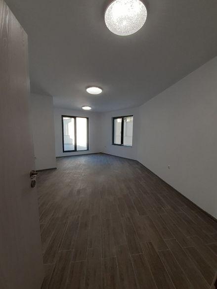 Партерен офис, ЦЕНТЪР- подходящ за кантора, козметичен център, каби