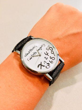 Модерен черен часовник