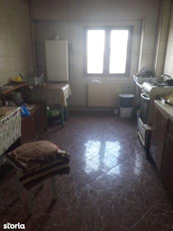 Apartament cu 4 camere Decomandat etajul 1