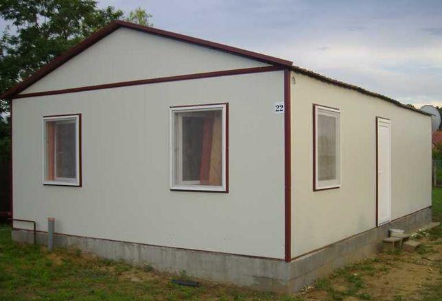 Casa, garaje auto si containere stil birou din panou sandwich izolat