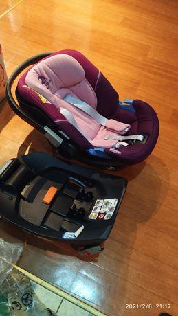 Детское автомобильное кресло вместе с многоразовой платформой