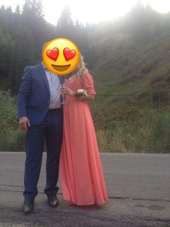 Продам красивое платье в пол на ВЫПУСКНОЙ!!!