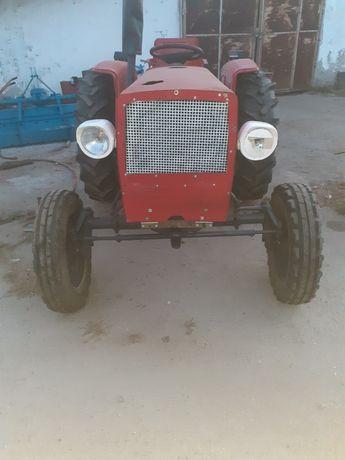 Tractor 40 cai cu utilaje