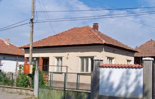 Къща с двор в центъра