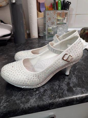 Pantofi cu pietricele M 34
