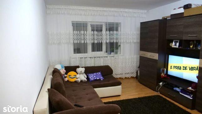 Apartament cu 3 camere decomandate 1 Mai