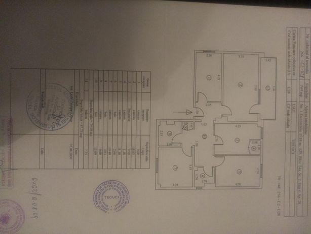 Vând apartament 4 camere Zona industriala