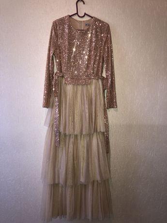 Вечерные платьее
