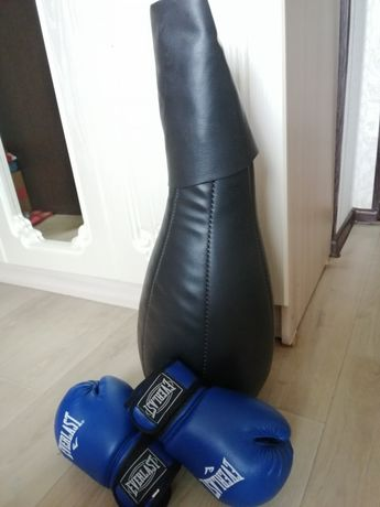 Продам кожаныую боксёрскую грущу с перчатками. EVERLAST